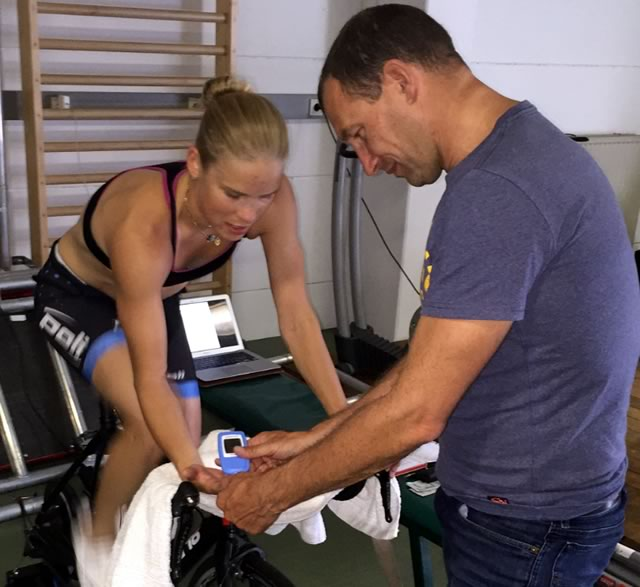 alexandra_tondeur_doing_bike_test_with_luc_van_lierde